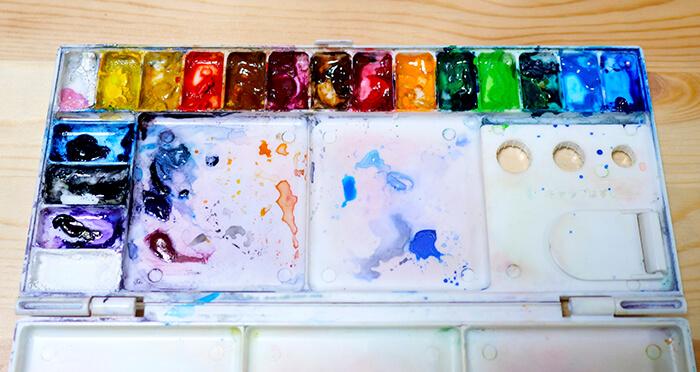 水彩絵の具のパレット